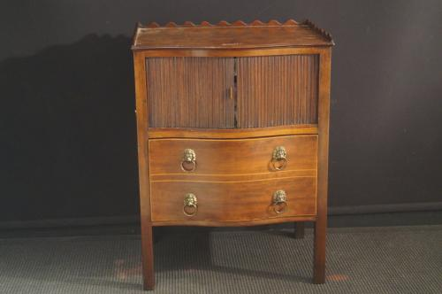 A mahogany George III commode