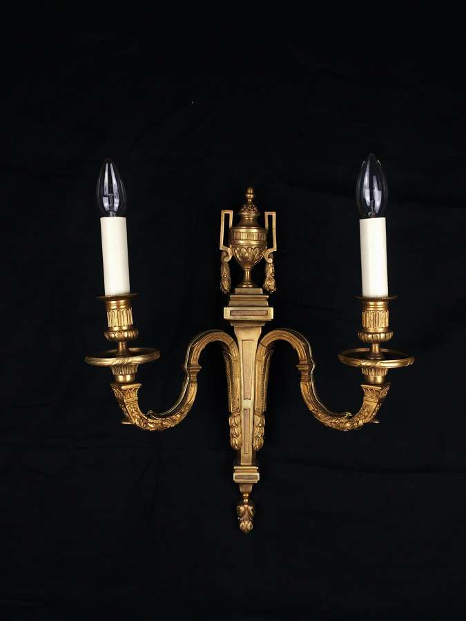 Neoclassical style wall light