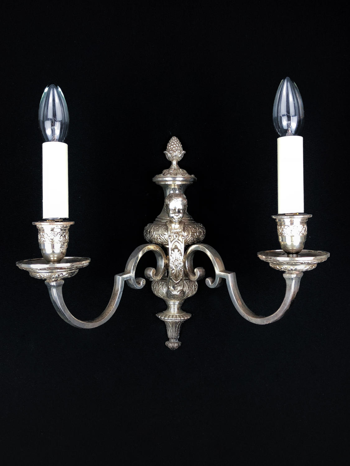A single Knowle style wall light