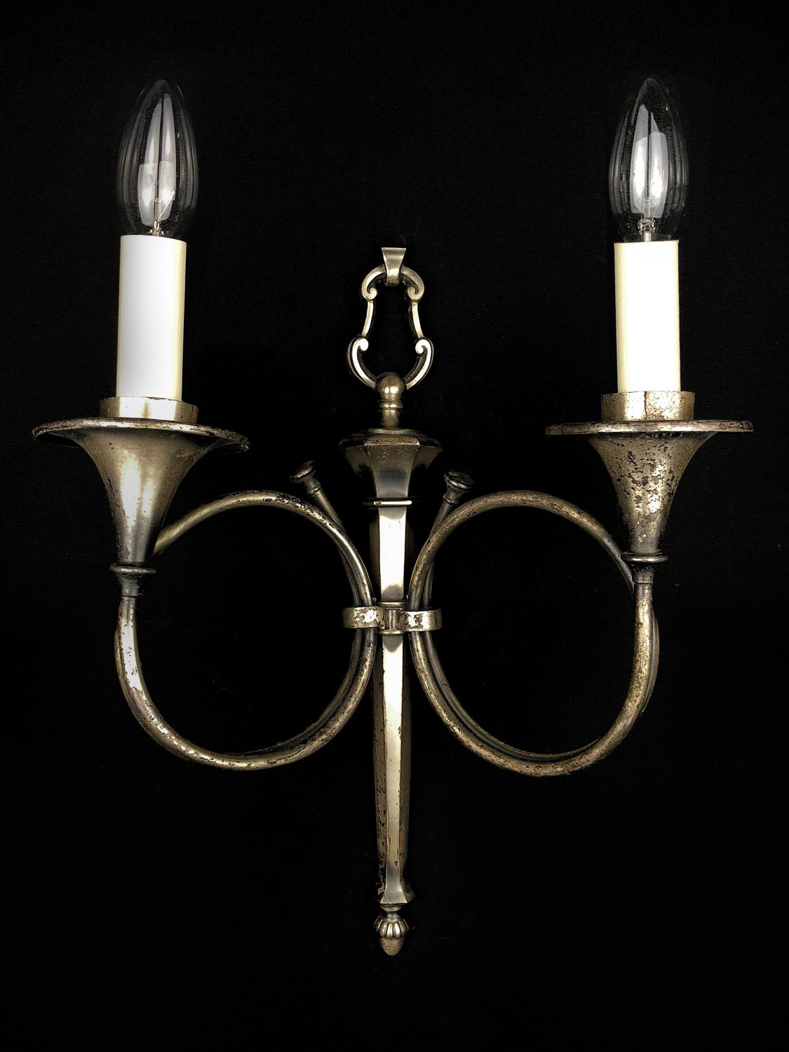 A single hunting trophy wall light