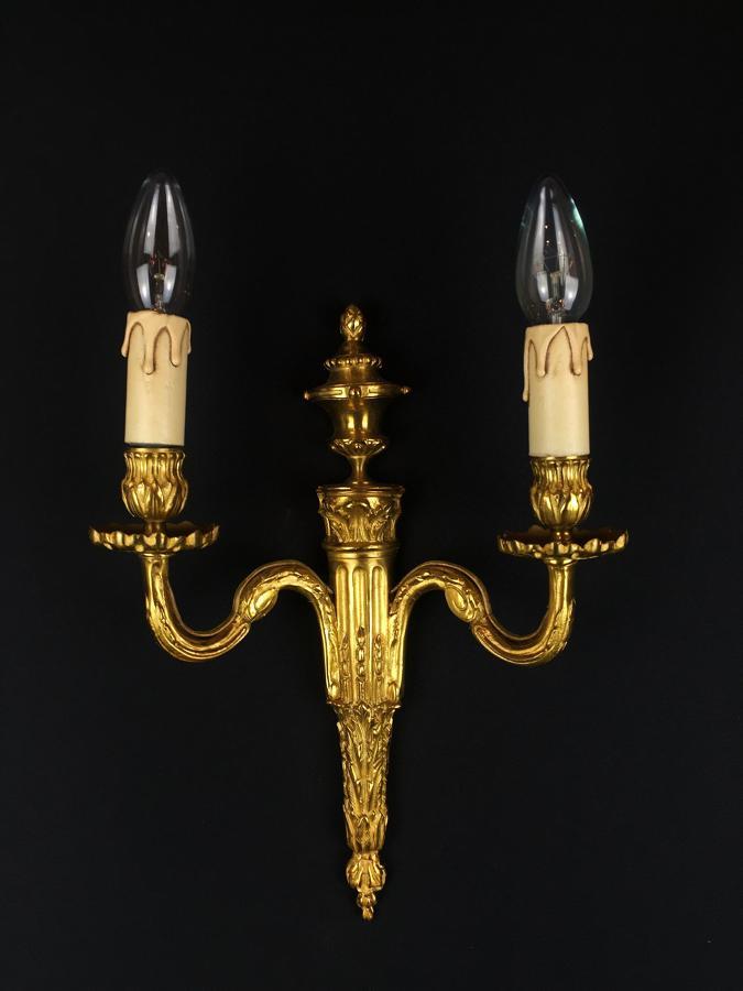 A single Louis XVI style wall light