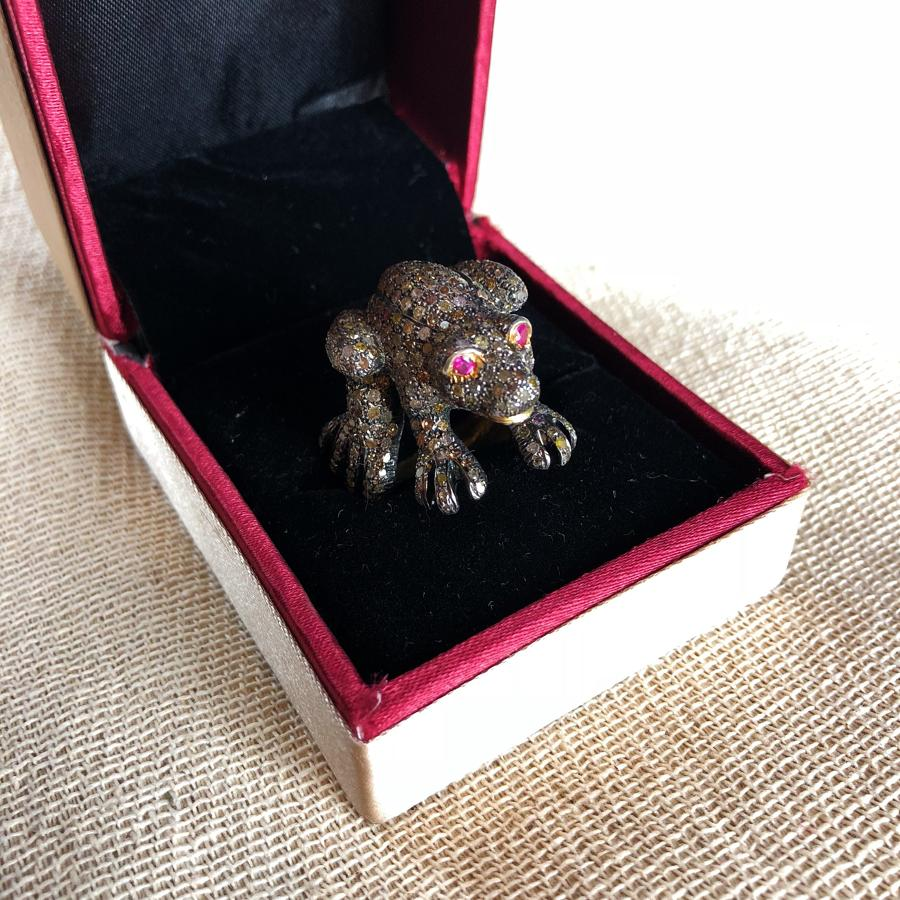 A charming frog ring with ruby eyes