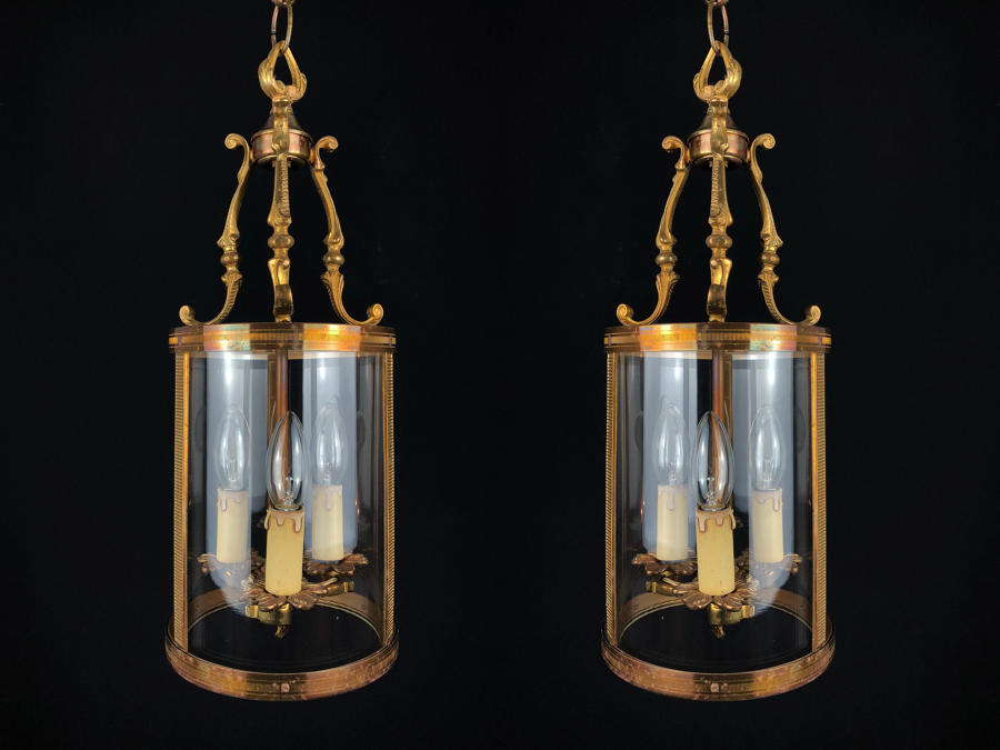A pair of drum lanterns