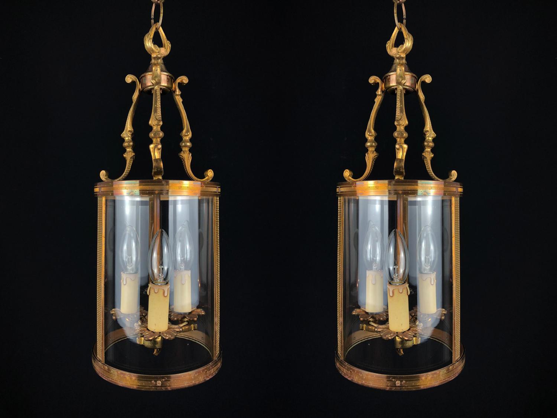 A pair of drum lanterns