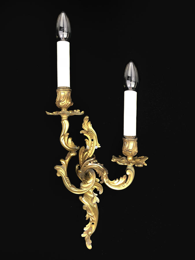 A single Louis XV style wall lights