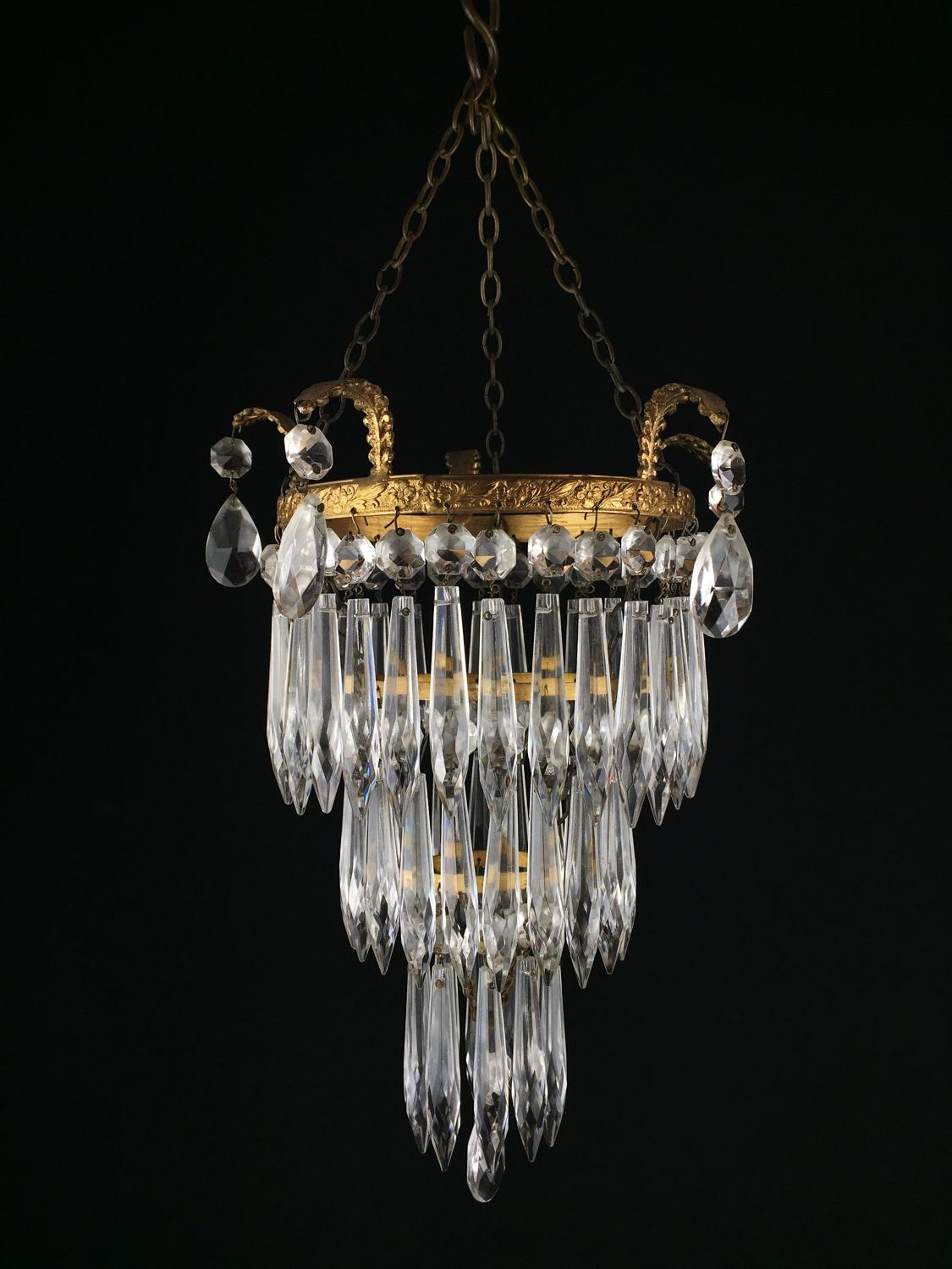 A small Edwardian style icicle light