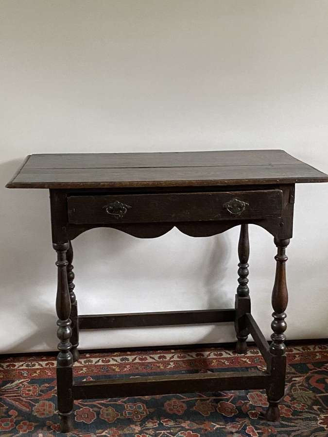 Late 17th century oak William and Mary side table with single drawer